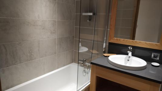 Rent in ski resort 8 room triplex chalet 16 people (Litote) - Le Hameau de Caseblanche - Saint Martin de Belleville - Bath-tub