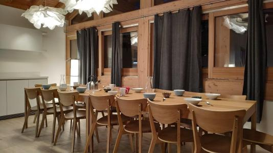 Rent in ski resort 8 room triplex chalet 16 people (Litote) - Le Hameau de Caseblanche - Saint Martin de Belleville - Table