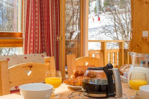 Location au ski Residence Le Balcon Des Neiges - Saint Sorlin d'Arves - Table