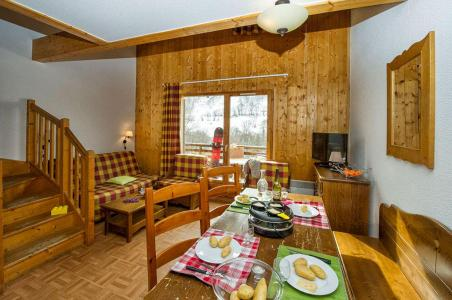Rent in ski resort Les Chalets de Saint Sorlin - Saint Sorlin d'Arves - Dining area