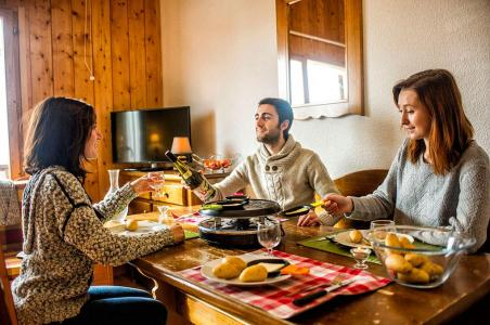 Rent in ski resort Les Chalets de Saint Sorlin - Saint Sorlin d'Arves - Table