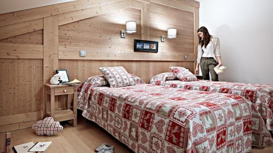 Rent in ski resort Résidence le Ruitor - Sainte Foy Tarentaise - Bedroom under mansard