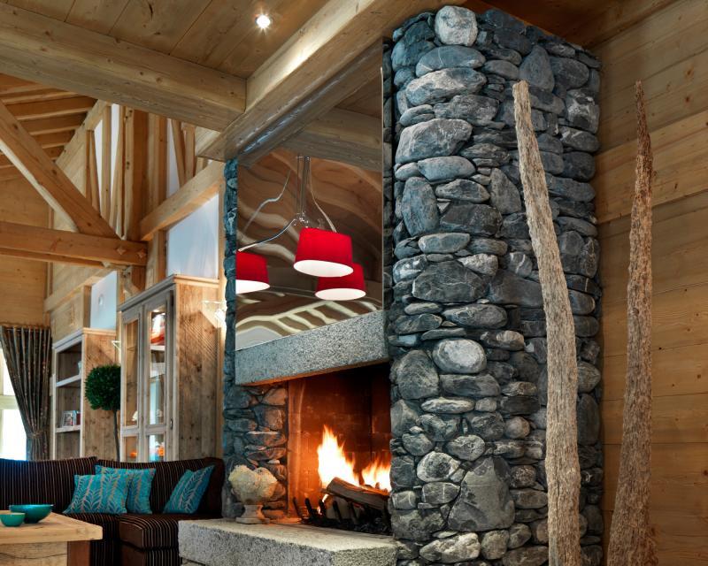 Ski verhuur Résidence la Reine des Prés - Samoëns - Open haard