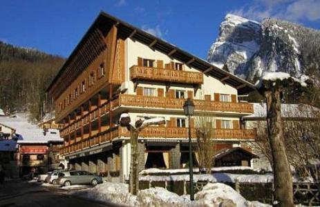 Location au ski Hotel Les Glaciers - Samoëns - Extérieur hiver