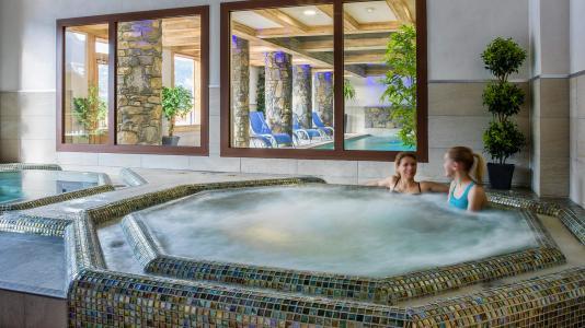Rent in ski resort Résidence les Chalets de Layssia - Samoëns - Jacuzzi
