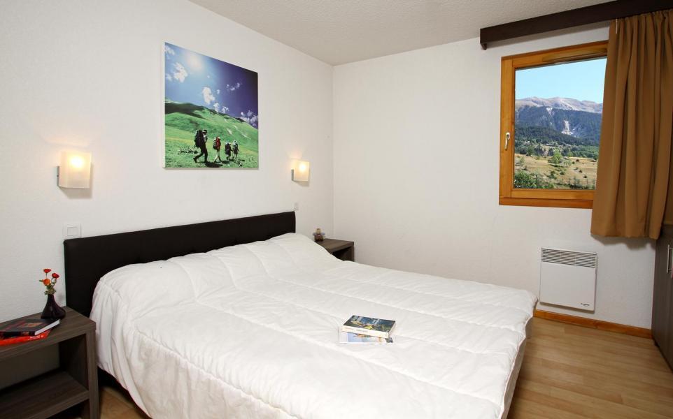 Rent in ski resort Chalet l'Eterlou - Serre Chevalier - Bedroom