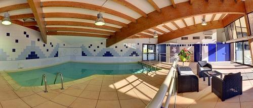 Location au ski Hôtel Suite Home Briançon - Serre Chevalier - Piscine