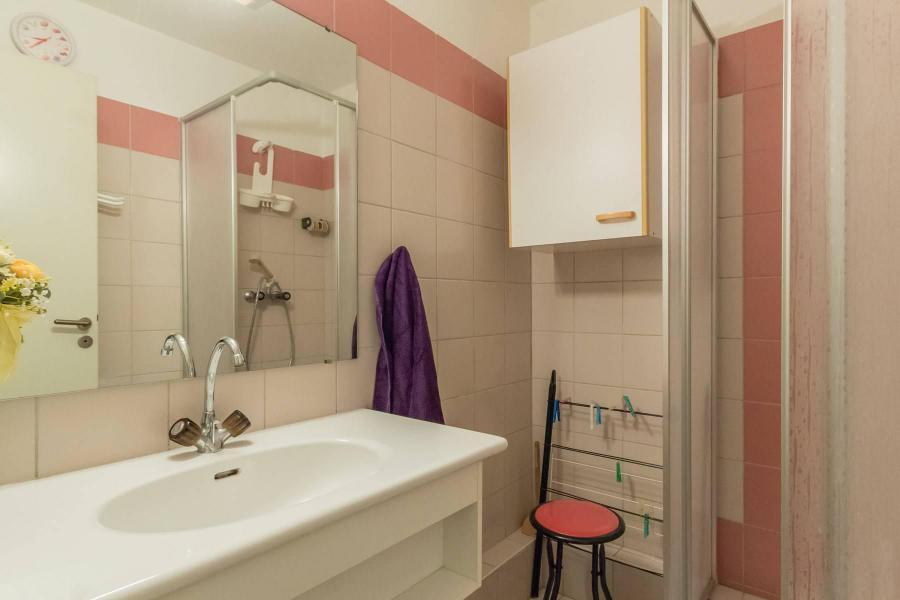 Location au ski Appartement 2 pièces coin montagne 4 personnes (A301) - Le Relais de la Guisane A - Serre Chevalier - Salle d'eau