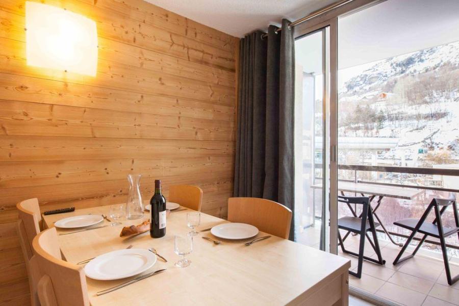 Location au ski Appartement 2 pièces cabine 5 personnes (301) - Le Relais de la Guisane - Serre Chevalier - Table