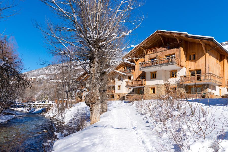 Urlaub in den Bergen Résidence Lagrange le Hameau du Rocher Blanc - Serre Chevalier - Draußen im Winter
