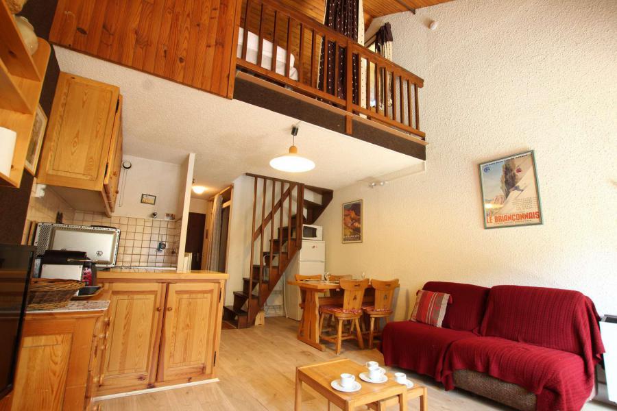 Location au ski Studio mezzanine 6 personnes (B012) - Résidence le Prarial - Serre Chevalier - Extérieur hiver