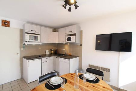 Rent in ski resort 2 room apartment sleeping corner 4 people (A301) - Le Relais de la Guisane A - Serre Chevalier - Table