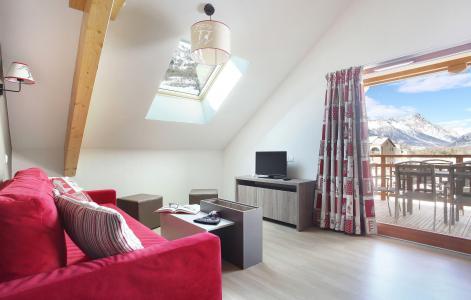 Rent in ski resort Résidence Aquisana - Serre Chevalier - Living room