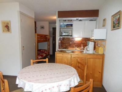 Location au ski Studio coin montagne 4 personnes (934) - Residence Bois Des Coqs - Serre Chevalier - Table