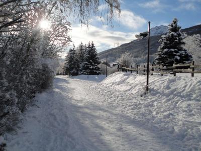 Location au ski Studio coin montagne 4 personnes (105) - Residence Grand Serre Che - Serre Chevalier - Extérieur hiver