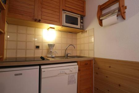 Rent in ski resort Studio sleeping corner 4 people (B014) - Résidence le Clos des Cavales 2 - Serre Chevalier - Kitchenette
