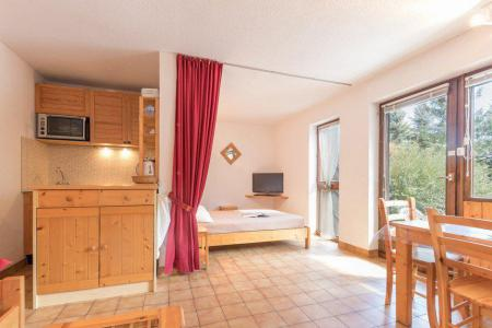 Rent in ski resort Studio sleeping corner 5 people (B013) - Résidence le Clos des Cavales 2 - Serre Chevalier - Living room