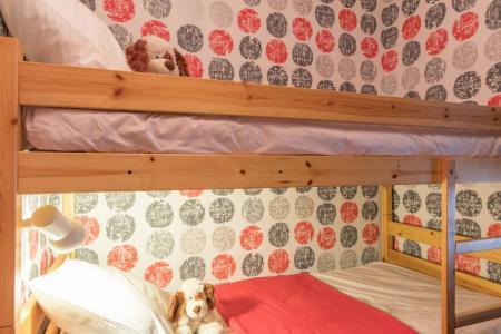 Rent in ski resort Studio cabin 4 people (L302) - Résidence le Lys Orangé - Serre Chevalier - Bunk beds