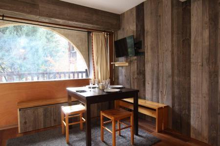 Location au ski Studio cabine 6 personnes (A021) - Résidence le Prarial - Serre Chevalier - Table