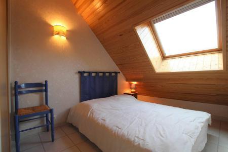 Rent in ski resort 2 room duplex apartment 4 people (B314) - Résidence les Balcons de Briançon B - Serre Chevalier - Bedroom under mansard
