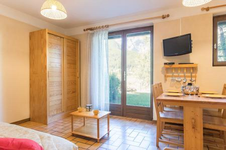 Location au ski Studio cabine 4 personnes (A104) - Résidence les Crêtes - Serre Chevalier - Table