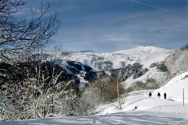 vvf villages le montferrand 10 super besse location vacances ski super besse ski planet. Black Bedroom Furniture Sets. Home Design Ideas