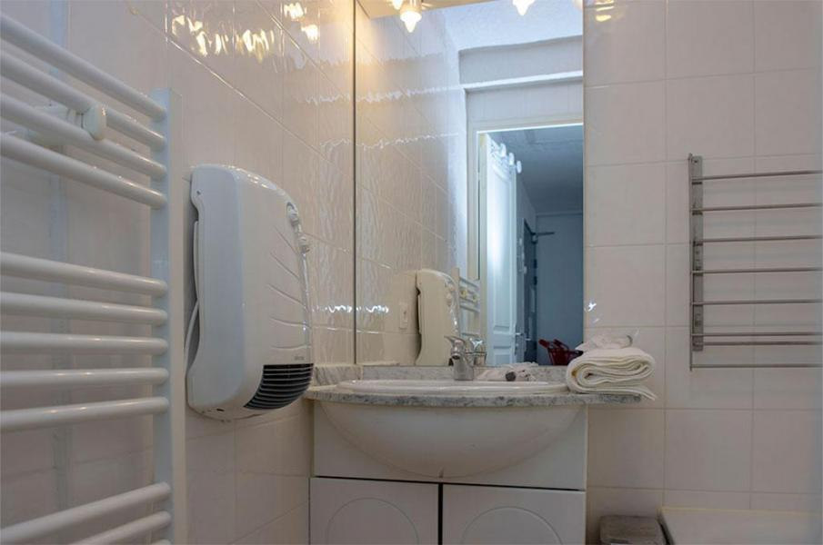 Rent in ski resort Les Chalets de Super-Besse - Super Besse - Bathroom