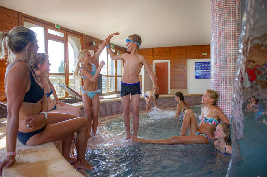 Rent in ski resort Les Chalets de Super-Besse - Super Besse