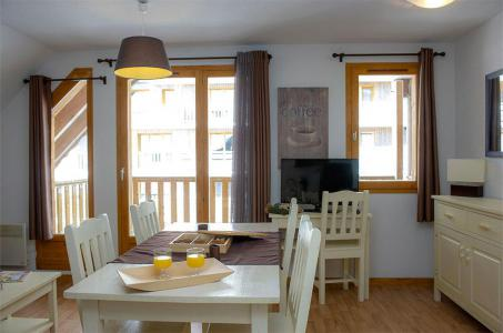 Rent in ski resort Les Chalets de Super-Besse - Super Besse - Dining area