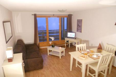 Rent in ski resort Les Chalets de Super-Besse - Super Besse - Living area