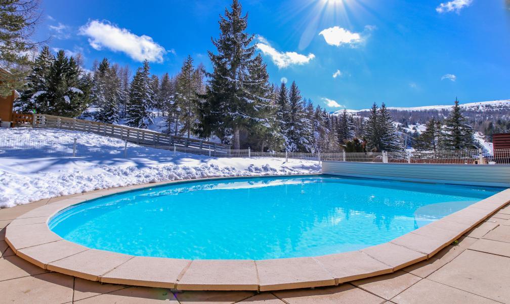 Holiday in mountain resort Hôtel les Chardonnelles - Superdévoluy - Winter outside