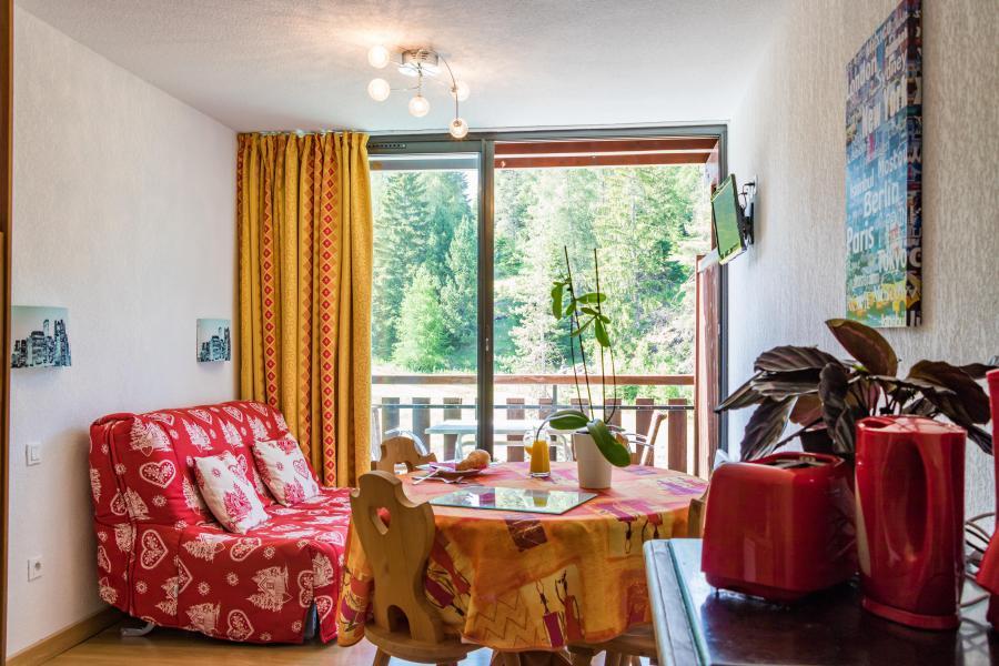 Soggiorno sugli sci Résidence Chalets Margot - Superdévoluy - Porta-finestra affacciata sul balcone