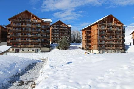 Rent in ski resort Les Chalets de SuperD Dauphinelle - Superdévoluy - Winter outside