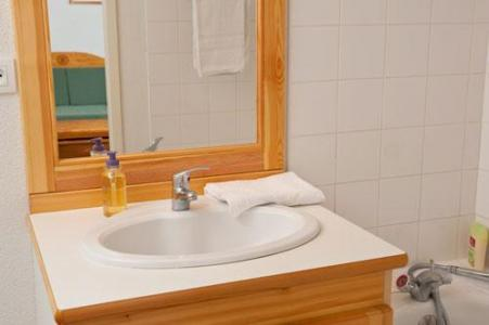 Rent in ski resort Les Chalets Superd - Superdévoluy - Wash-hand basin