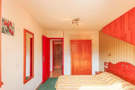 Rent in ski resort Résidence Chalets Margot - Superdévoluy - Bedroom