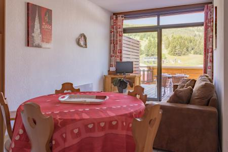 Rent in ski resort Résidence Chalets Margot - Superdévoluy - Dining area