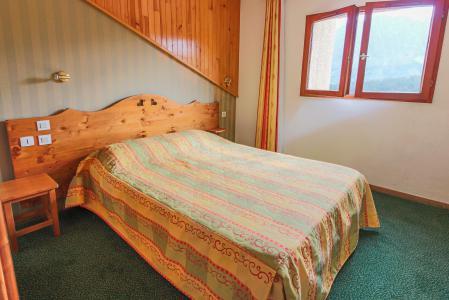 Rent in ski resort Résidence Chalets Margot - Superdévoluy - Double bed