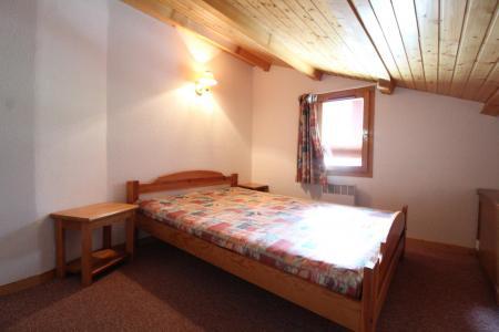 Location au ski Appartement duplex 3 pièces 8 personnes (30) - Résidence le Petit Mont Cenis - Termignon-la-Vanoise - Chambre mansardée