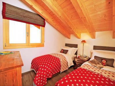 Rent in ski resort Chalet Falcons Nest - Thyon - Bedroom under mansard