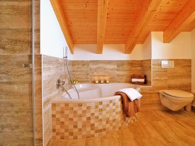 Rent in ski resort Chalet Falcons Nest - Thyon - Corner bath