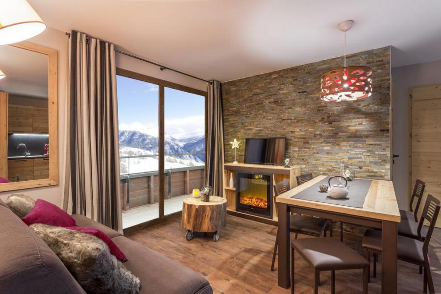 Rent in ski resort Résidence Club MMV L'Altaviva - Tignes - Living room