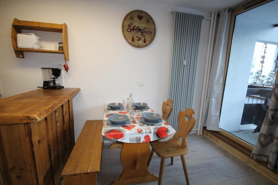Skiverleih Studio Schlafnische 4 Personen (06R) - Résidence Home Club - Tignes - Tisch