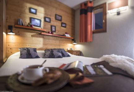 Rent in ski resort Chalet le Planton - Tignes - Bedroom