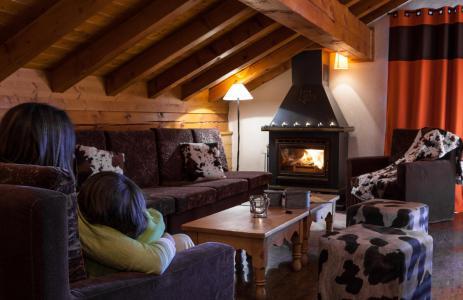 Rent in ski resort Chalet le Planton - Tignes - Fireplace