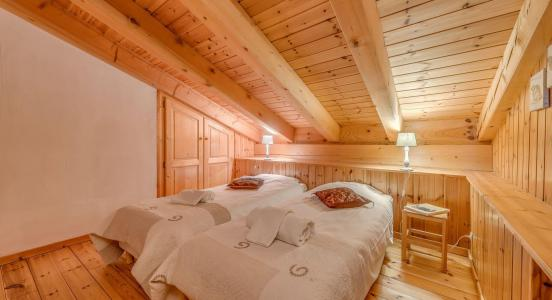 Rent in ski resort 4 room chalet 10 people (CH) - Chalet les Racines - Tignes - Bedroom under mansard