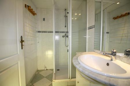 Rent in ski resort Studio cabin 4 people (604CL) - La résidence le Palafour - Tignes - Wash-hand basin