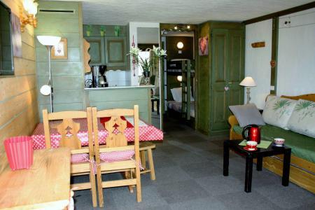 Rent in ski resort Studio sleeping corner 4 people (204CL) - La résidence le Palafour - Tignes - Table