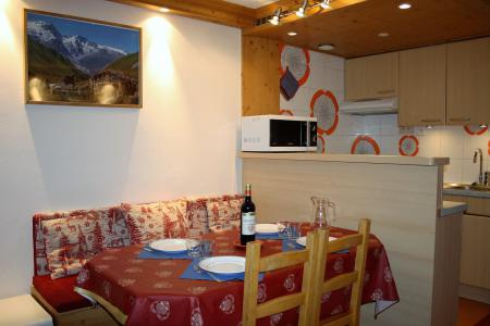 Rent in ski resort Studio sleeping corner 4 people (807CL) - La résidence le Palafour - Tignes - Table