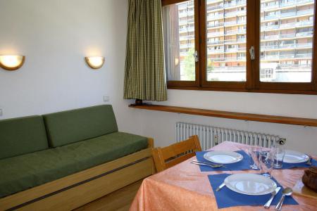 Rent in ski resort Studio 2 people (21BISCL) - La résidence le Shamrock - Tignes - Living room