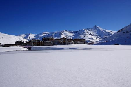 Rent in ski resort La Résidence les Hauts Lieux - Tignes - Winter outside